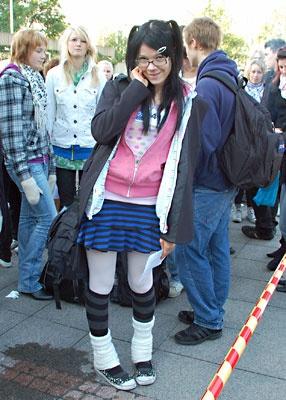 Teini-ikäinen japanilainen tyttö alaston