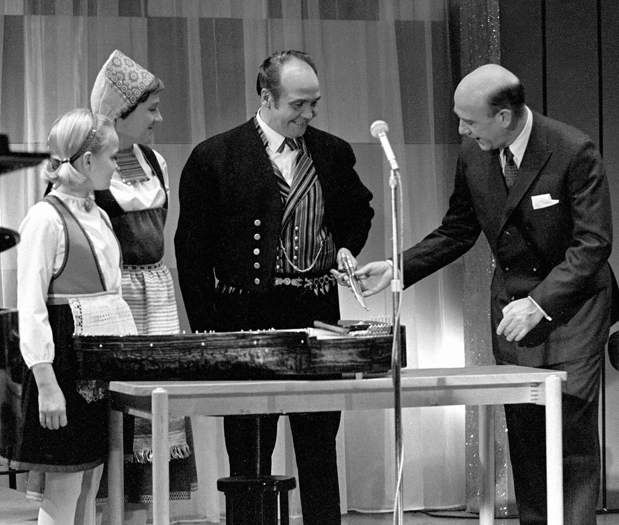 Marjatta, Martti ja Eveliina Pokela vieraana Nylands Hörna -ohjelmassa 29. lokakuuta 1966.