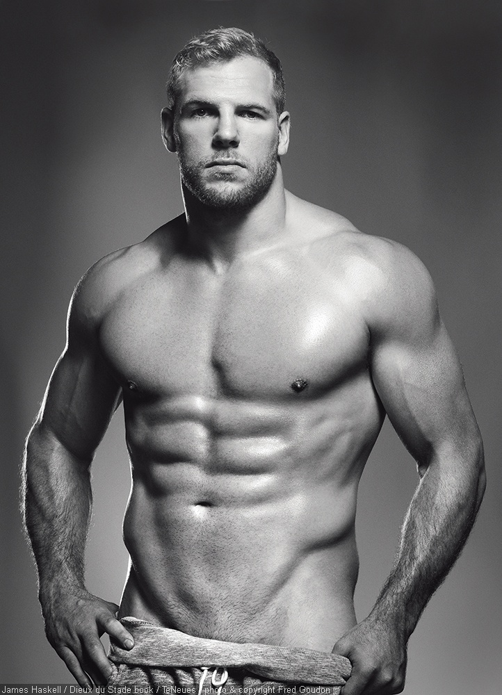 JAMES HASKELL  DIEUX DU STADE BOOK TENEUES photo and copyright Fred Goudon