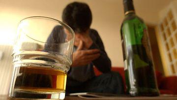 Vaimo kesti Heikin juomisen, koska Heikki ei ollut koskaan paha. Kuvan henkilö ei liity juttuun.