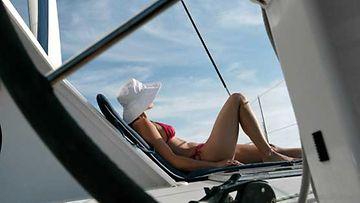 Kesä, aurinko ja laineet, veneilijän paratiisi.