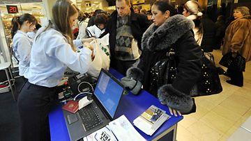 Suomalaiset kaupat ovat loppiaisena auki,koska silloin kauppa käy erityisesti venäläisten kanssa.
