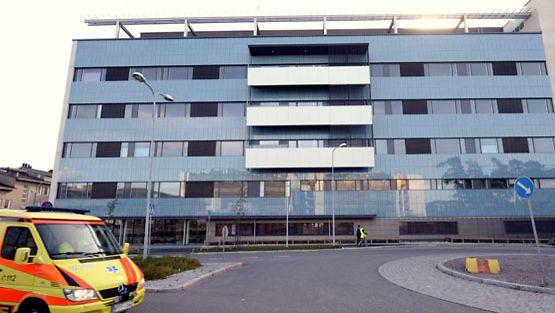 Helsinkiläisen Haartmanin sairaalan ensiapu päivystää jouluna.