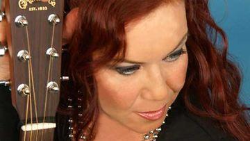 Lauluntekijä Kikka Laitisen nykyinen onnellinen olotila heijastuu teksteihin.