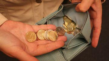 Äiti varasti Hilkan tienaamat rahat lukuisia kertoja.