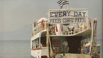Reippaille reissaajille hätämajoitukseksi kelpasi laivan kansi.