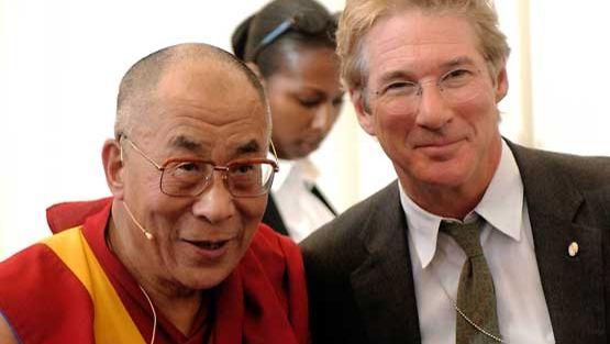 Richard Gere poseeraa oppi-isänsä, Dalai Laman kanssa.