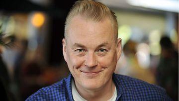 Toimittaja Arto Nyberg kehottaa teemoittamaan Lontoon-matkoja.
