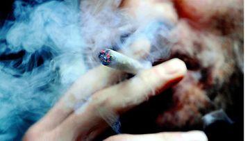 Lähes miljoona suomalaista polttaa tupakkaa säännöllisesti.