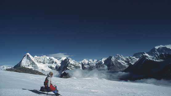 Petri Kaipiainen ihailee Mount Everestiä.