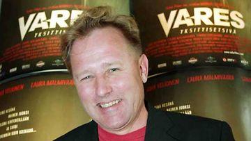 Reijo Mäki vuonna 2004 ilmestyneen ensimmäisen Vares-elokuvan tiedotustilaisuudessa.