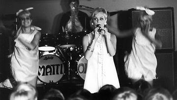 Katri Helena esiintyy Mäntsälässä 1967.