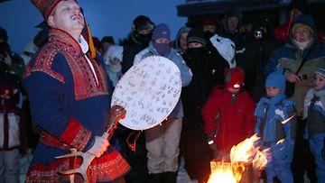 Lapinkasteseremonia Levinhuipulla Kittilässä.
