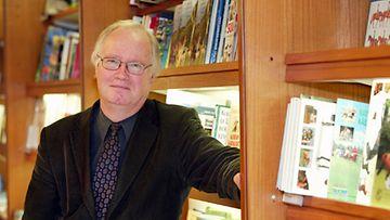Stig-Björn Nyberg isännöi Lukupiiriä.