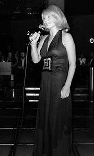 Ritva Oksanen esiintymässä vuonna 1974.