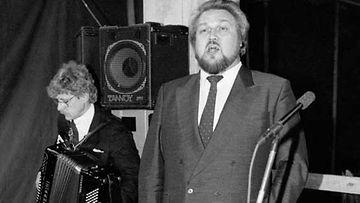Jaakko Ryhänen ja Seppo Hovi esiintyvät.
