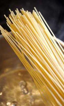 Spaghetti on jäänyt osaksi suomalaisen ruokapöydän tarjontaa.