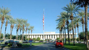 Betty Ford Center on voittoa tavoittelematon sairaala, jossa hoidetaan riippuvuusongelmaisia.