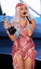 Lady Gaga verhoutui palkintogaalaan kauttaaltaan lihaan.