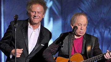 Art Garfunkel ja Paul Simon esiintymässä vuonna 2010.
