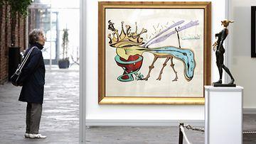 Salvador Dalin 100-vuotisjuhlanäyttely keskeytyi ennen aikojaan väärennösepäilyjen takia.