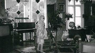 Maria Åkerblom säilytti entisen lemmikkinsä myös sen kuoleman jälkeen.