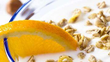 Jogurtti kuuluu moneen suomalaiseen aamiaispöytään.