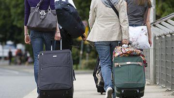 Laukkua ei kannata kantaa selässä, vaan edessä.