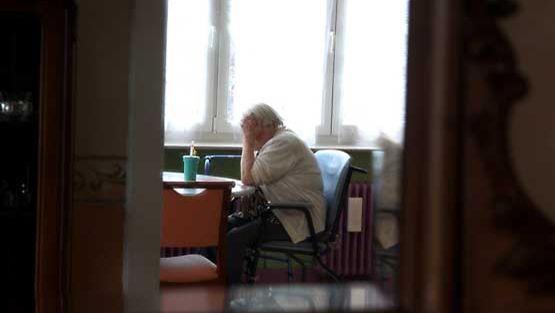 Yksinäisen ja huonokuntoisen vanhuksen osa on kova.