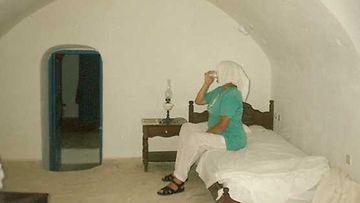 Tunnelmia luolahotellista Santorinilla.