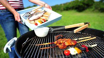 Kiinalaisen lääketieteen mukaan grilliruoan kanssa kannattaa nauttia salaattia.
