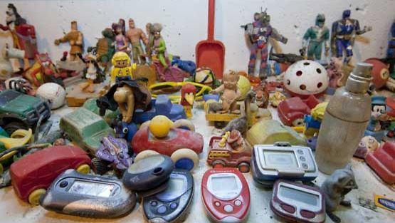 Lasten lelujen paikka ei ole vessanpöntössä!