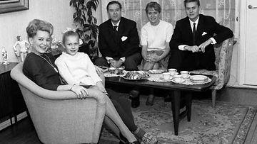 Halttusen perhe kotonaan vuonna 1962.