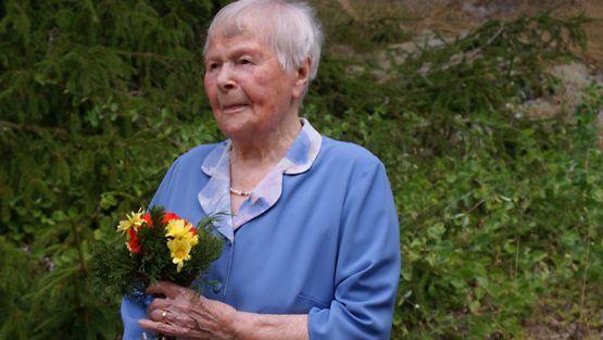 Signe Erfors 98-vuotissyntymäpäivänään kesällä 2010.