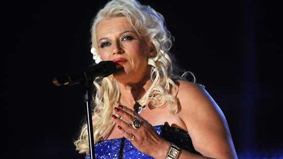 Arja Sipola esiintyi viime kesänä Tangomarkkinoiden laulukilpailun finaalissa.