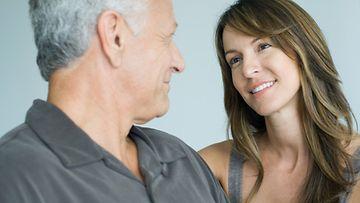 Miten kertoa vanhemmillesi olet uudelleen dating vanhempi mies