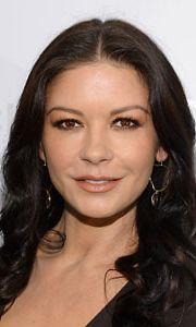 Catherine Zeta-Jonesin hymyn salaisuutena on mansikka.