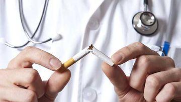 Tupakointi altistaa nivelrikolle.