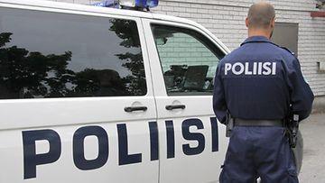 Tarvittiin kaksi poliisia ja sosiaalitoimi, ennen kuin Mika saatiin hoitoon.