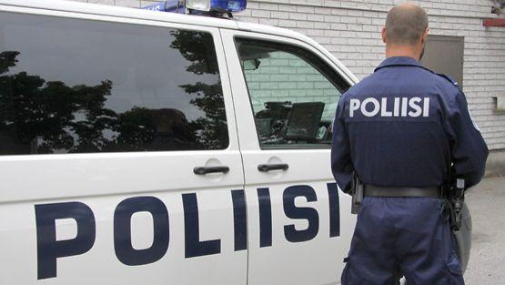 Teini poliisi suku puoli