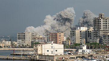 Tyren kaupunkia pommitetaan sodan aikana.