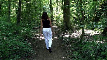 Luonnossa on enemmän hyvää kuin pahaa: älä jätä metsäretkeä väliin punkkien takia.