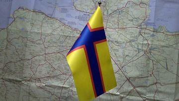 Inkerin lippu ja Inkerinmaan kartta.