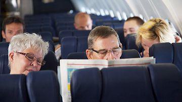 Lentokoneessa pitkiä aikoja nukkuminen ei ole terveellistä.