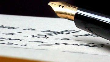 Pitkäaikainen kirjeystävyys on kuin elämäkerta tallennettuja kirjeisiin.