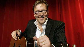 Joel Hallikainen pohtii kappaleissaan elämän tarkoitusta.