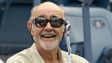 Sean Connery seurasi tennistä.