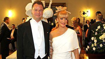 Laura Voutilainen miehensä Juha Heikkilän kanssa.