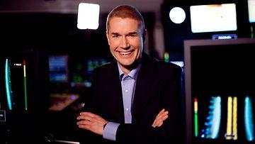 Marco Bjuström nähdään kohta ruudussa lukemassa uutisia.