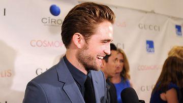 Robert Pattinson Cosmopolis-elokuvan ensi-illassa.